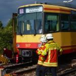 In Blankenloch wurde ein Radfahrer von der Stadtbahn erfasst