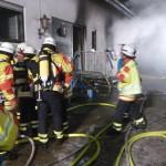 Atemschutzträger gingen in das Gebäude vor